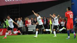 Сегодня. Санкт-Петербург. Чили - Германия - 0:1. Радость победителей.