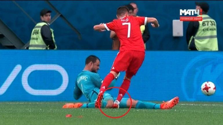 В матче сборных России и Новой Зеландии видеоарбитры не подсказали судье назначить пенальти за фол на Дмитрии Полозе.