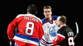 Александр ОВЕЧКИН (№8) и Коннор МАКДЭВИД (в центре) - в числе самых дорогих хоккеистов НХЛ.