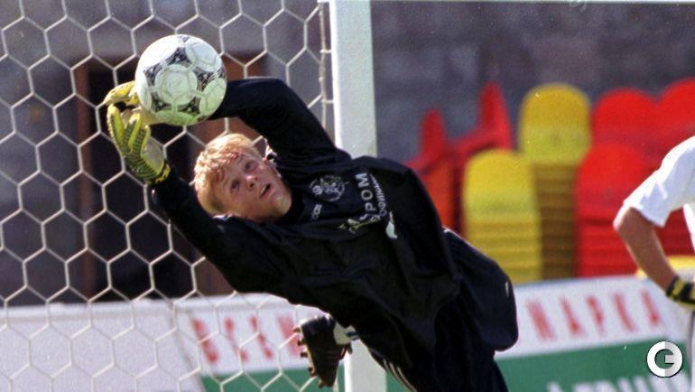 """20-летний Вячеслав МАЛАФЕЕВ уже высоко прыгнул, став для """"Зенита"""" основным вратарем в 2000 году."""