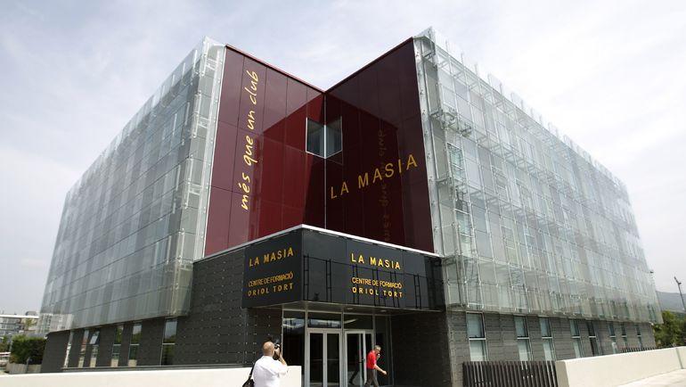 """Современное здание """"Ла Масии"""" на территории базы """"Барселоны"""" в """"Сьюдад Эспортива Жоан Гампер"""". Фото AFP"""