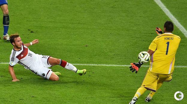 13 июля 2014 года. Рио-де-Жанейро. Германия - Аргентина - 1:0 д.в. Марио ГЕТЦЕ (слева) забивает решающий гол. Фото AFP