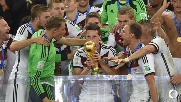 13 июля 2014 года. Рио-де-Жанейро. Германия - Аргентина - 1:0 д.в. Немецкие игроки празднуют победу на чемпионате мира. Фото AFP