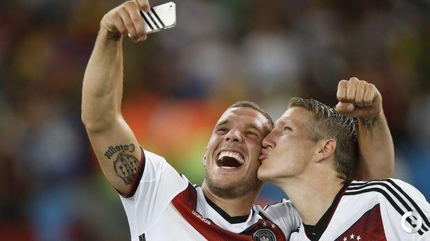 13 июля 2014 года. Рио-де-Жанейро. Германия - Аргентина - 1:0 д.в. Лукас ПОДОЛЬСКИ (слева) и Бастиан ШВАЙНШТАЙГЕР. Фото AFP