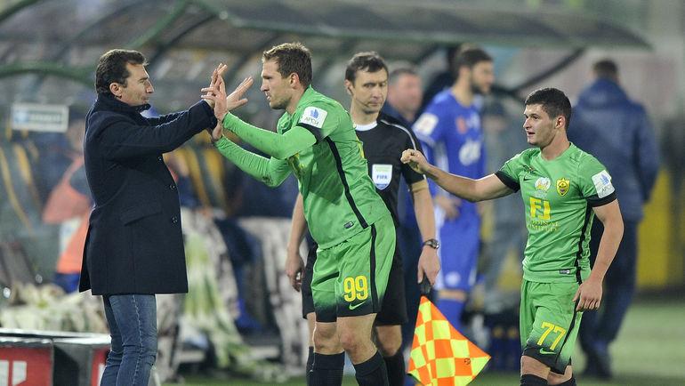 Александр ГРИГОРЯН (слева) и Александр ПРУДНИКОВ (№99). Фото Сергей РАСУЛОВ/NewsTeam