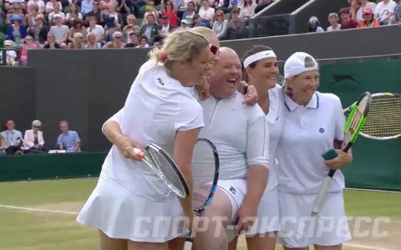 Теннис забыла надеть трусики