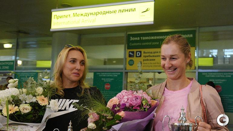 Сегодня. Шереметьево. Победительницы Уимблдона Елена ВЕСНИНА и Екатерина МАКАРОВА.