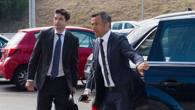Жорже МЕНДЕШ (справа) на слушаниях по делу Радамеля Фалькао. Фото AFP