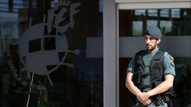 Понедельник. Лас-Росас. Обыски в офисе Федерации футбола Испании. Фото Reuters