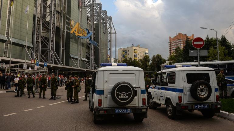"""Сегодня. Химки. На """"Арене Химки"""" неспокойно, несмотря на усиленные меры безопасности. Фото Дарья ИСАЕВА, """"СЭ"""""""