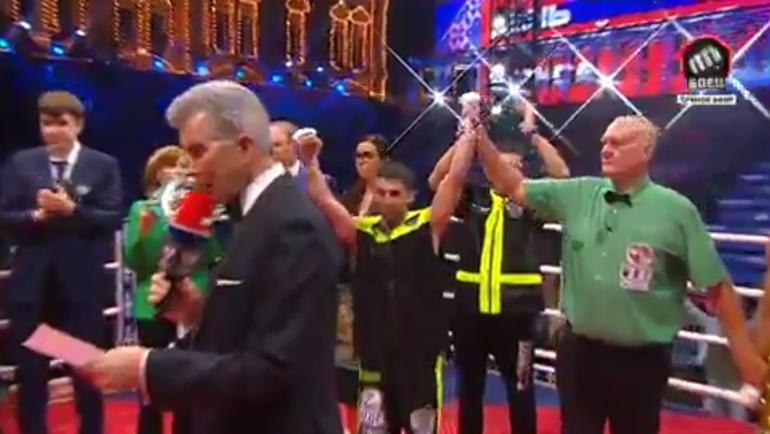 Судьи отдали победу Алояну.