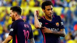 """По информации прессы, НЕЙМАР (справа) хочет покинуть """"Барселону"""", чтобы выйти из тени Лионеля МЕССИ."""