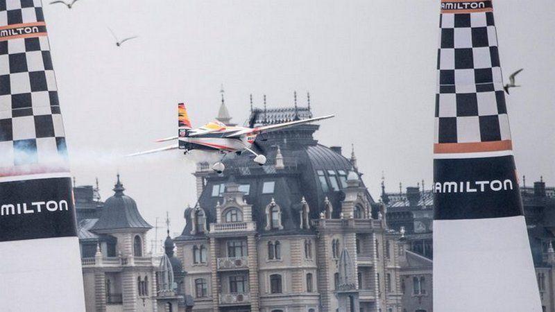 Ливень застал асов в небе Казани. Россия познакомилась с элитными авиагонками