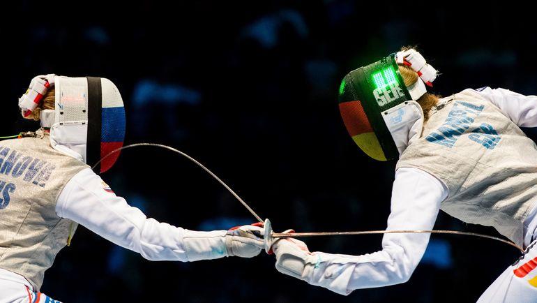 Россиянка Анастасия ИВАНОВА (слева) против немки Евы ХАМПЕЛЬ. Фото AFP