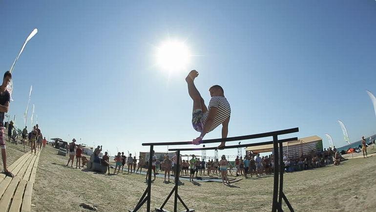 Уличная атлетика становится все популярнее в России.