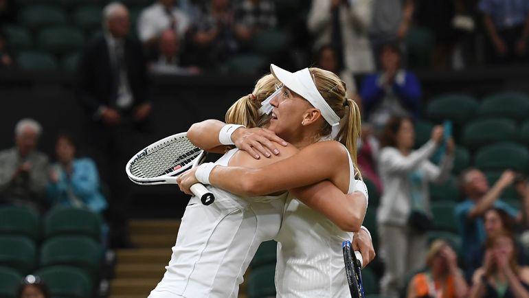 Екатерина МАКАРОВА (слева) и Елена ВЕСНИНА выиграли Уимблдон. Фото AFP