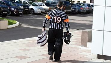 Плавание, игра в хоккей, психология. Как арбитры КХЛ готовятся к сезону