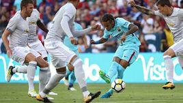 "Вчера. Лэндовер. ""Барселона"" – ""Манчестер Юнайтед"" – 1:0. В атаке НЕЙМАР."