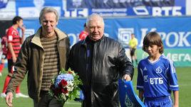 Валерий МАСЛОВ (в центре).
