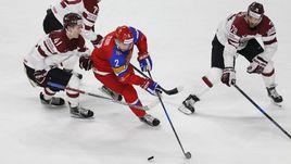 Виталий ПАВЛОВ (справа) против Артема ЗУБА в матче ЧМ-2017 с Россией.