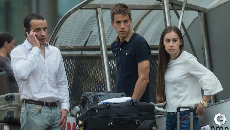Сегодня. Шереметьево. Марио ПАШАЛИЧ (в центре), его агент и девушка Мария ГРБЕША.