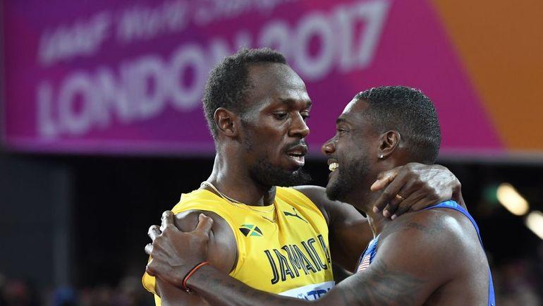 Суббота. Лондон. Джастин ГЭТЛИН (справа) обошел Усэйна БОЛТА в последнем индивидуальном забеге в карьере ямайца. Фото AFP