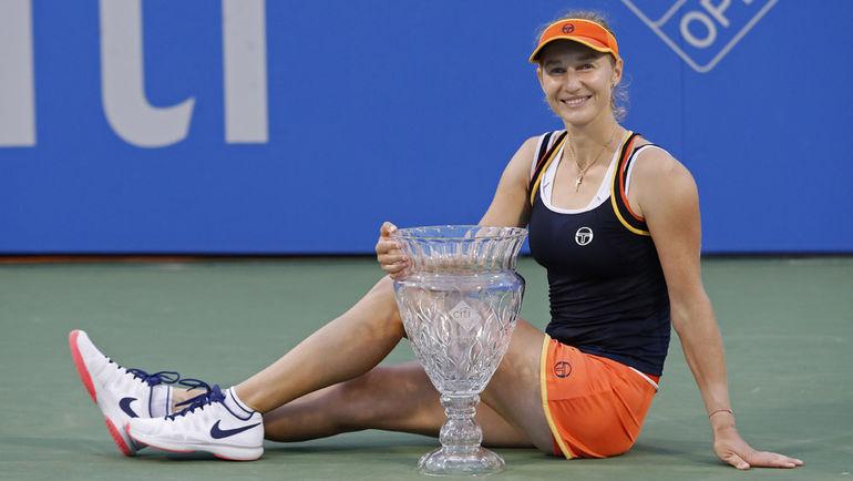 Воскресенье. Вашингтон. Екатерина МАКАРОВА с кубком за победу на Citi Open. Фото USA TODAY Sports