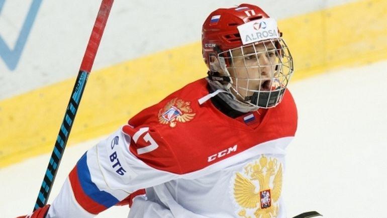 Сегодня. Россия U18 - Канада U18 - 4:3 Б. Дмитрий ЗАВГОРОДНИЙ забросил две шайбы в ворота канадцев. Фото ФХР