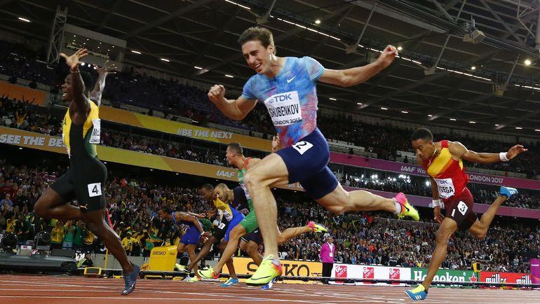 Сегодня. Лондон. Сергей ШУБЕНКОВ (в центре) стал вторым в забеге на 110 метров с барьерами на чемпионате мира. Фото REUTERS