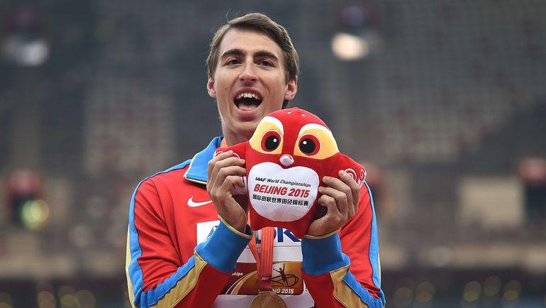 Сергей ШУБЕНКОВ c золотой медалью чемпионата мира-2015. Фото AFP