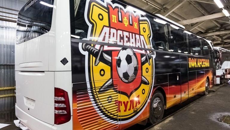 """""""Арсенал"""" теперь обещает покидать автобус перед матчем через все возможные выходы. Фото ПФК """"Арсенал"""""""