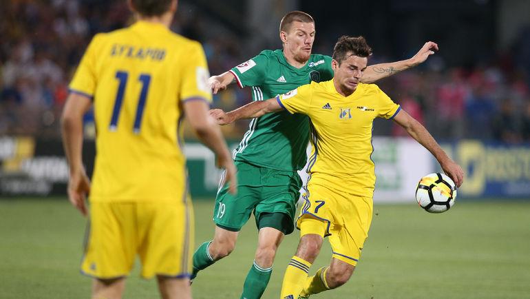 Артур ЮСУПОВ (справа) в борьбе с Олегом ИВАНОВЫМ. Фото Виталий ТИМКИВ