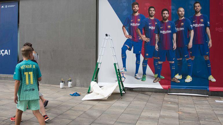 """На новых постерах """"Барселоны"""" нет места Неймару. Фото AFP"""