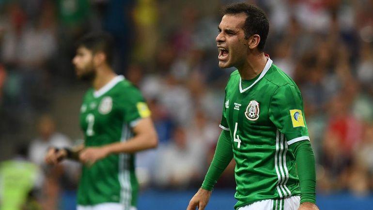 Рафаэль МАРКЕС (справа) приезжал со сборной Мексики в Россию на Кубок конфедераций этим летом. Фото AFP
