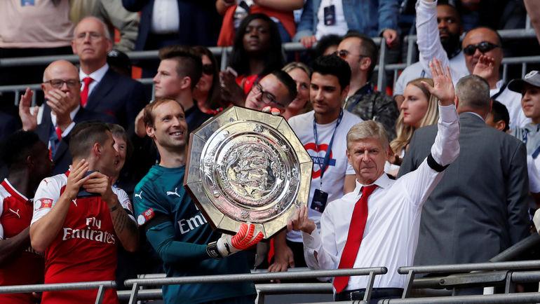 Арсен ВЕНГЕР (справа) уже успел выиграть Суперкубок Англии. Фото REUTERS