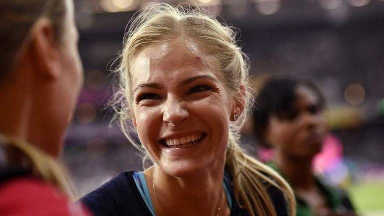 Дарья КЛИШИНА радуется медали. Фото REUTERS