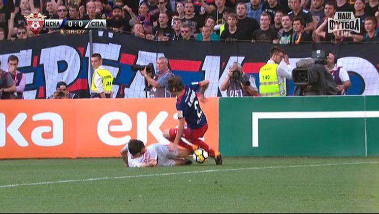 38-я минута. Спорный момент с подкатом Георгия Джикия против Мариу Фернандеса.