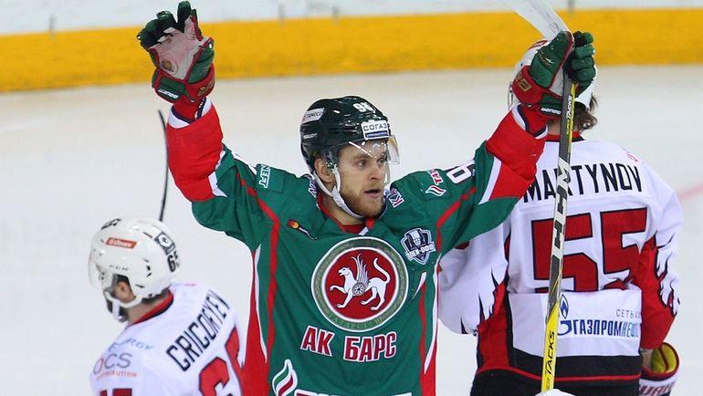 Федор МАЛЫХИН (в центре). Фото photo.khl.ru