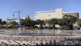 Площадь Каталонии, от которой к морю идет бульвар Ла Рамбла, после теракта.