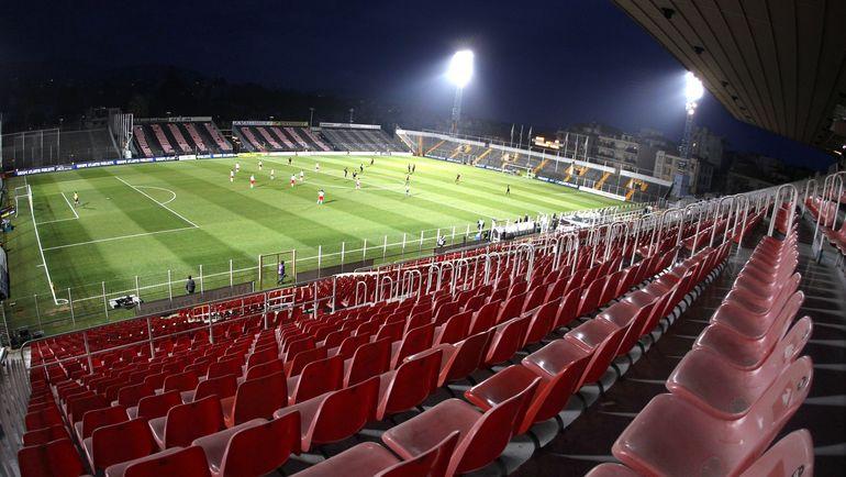 Во Франции случаются матчи без зрителей. Фото REUTERS