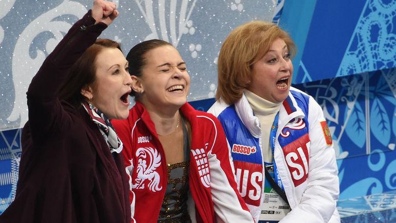 """20 февраля 2014 года. Елена БУЯНОВА (справа) и Аделина СОТНИКОВА (в центре): это победа! Фото Александр ФЕДОРОВ, """"СЭ"""""""
