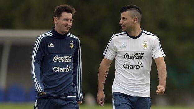 Лионель МЕССИ (справа) и Серхио АГУЭРО. Фото AFP