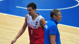 Защитник сборной России Алексей ШВЕД и главный тренер команды Сергей БАЗАРЕВИЧ.