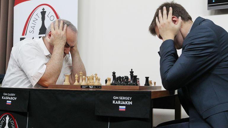 Гарри КАСПАРОВ (слева) и Сергей КАРЯКИН. Фото AFP