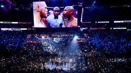 Суббота. Лас-Вегас. Общий вид ринга перед боем Флойда Мейвезера и Конора Макгрегора.