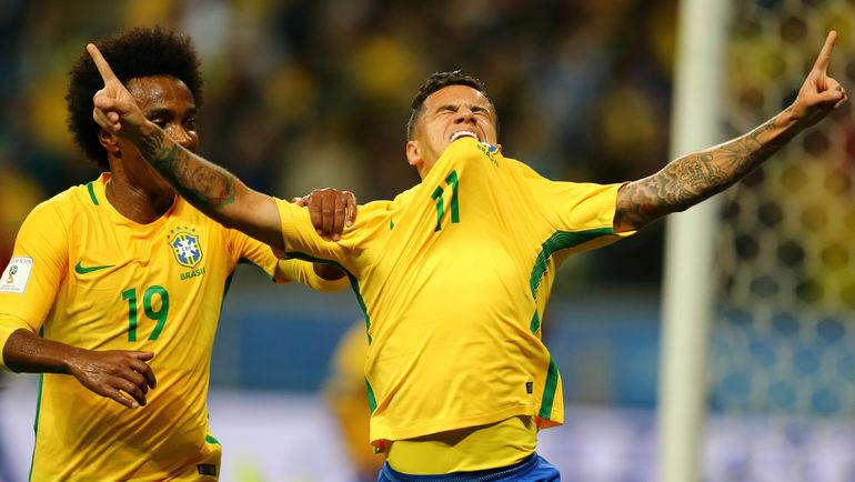 Четверг. Порту Алегри. Бразилия - Эквадор - 2:0. Фелипе КОУТИНЬЮ (№11) празднует свой гол. Фото REUTERS