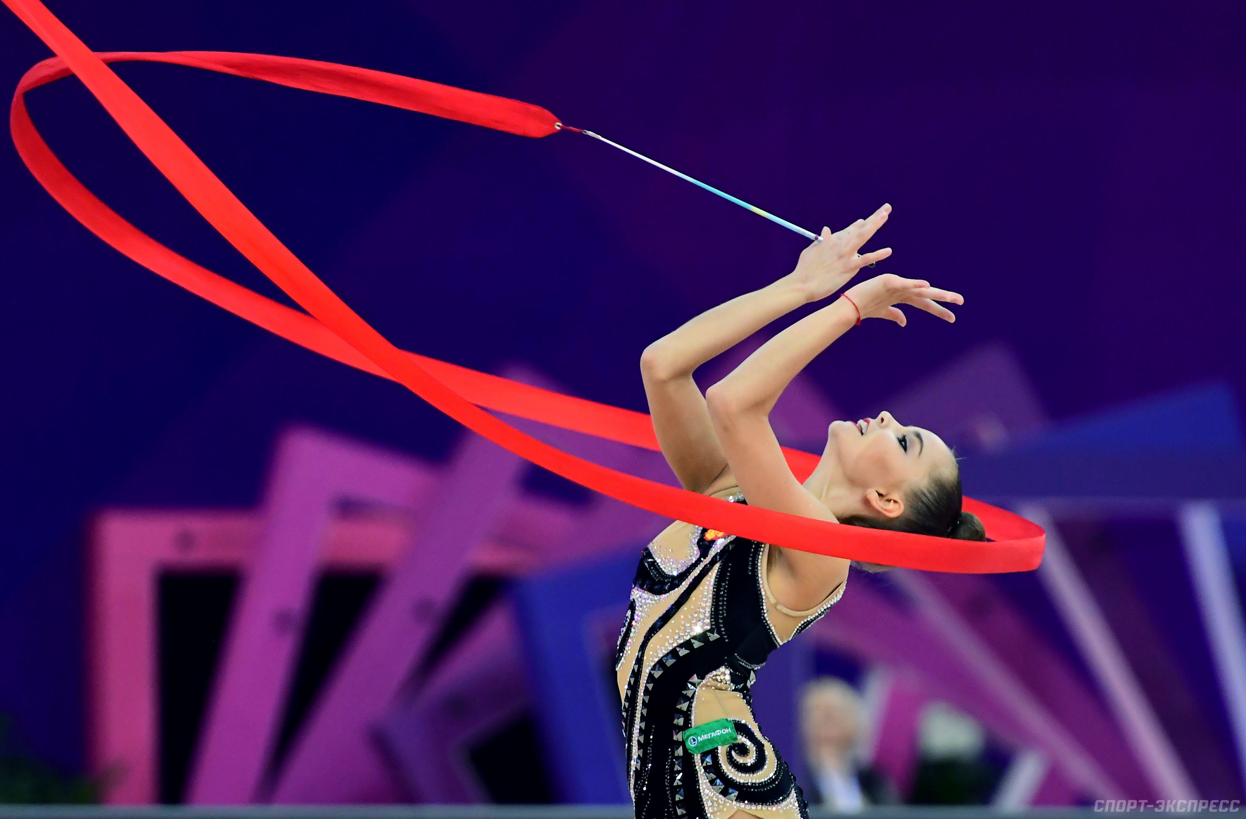 Видео как прыгают гимнасты художницы на тренировка — photo 6