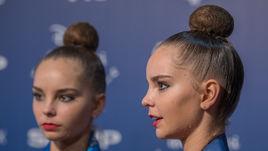 Арина (слева) АВЕРИНА и Дина АВЕРИНА.