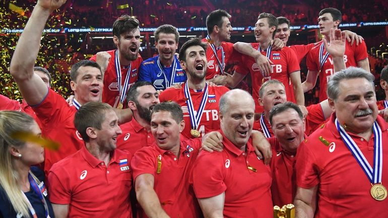 Воскресенье. Краков. Германия - Россия - 2:3. Россияне празднуют победу.