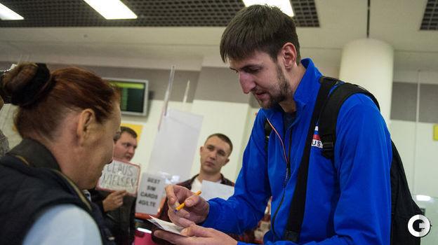 Понедельник. Шереметьево. Сборная России по волейболу вернулась в Россию после победы на Евро-2017. Фото Дарья ИСАЕВА,